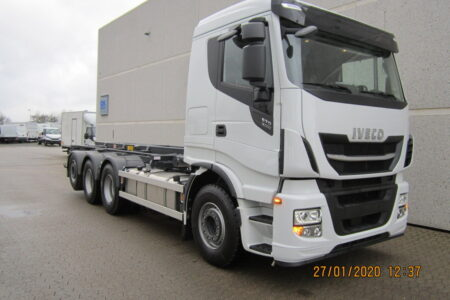 Iveco X-WAY AS340X57 8x4x4 (1+3), opbygget med 3-vejs SAWO wirehejs